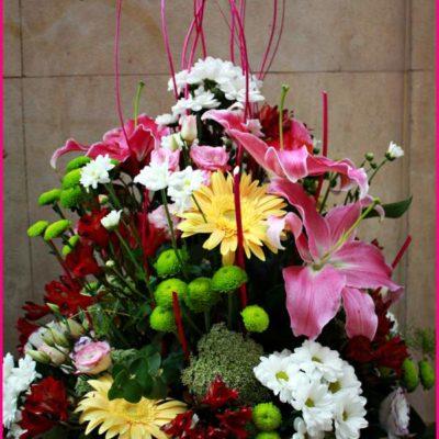 Centro piramidal de flor primaveral