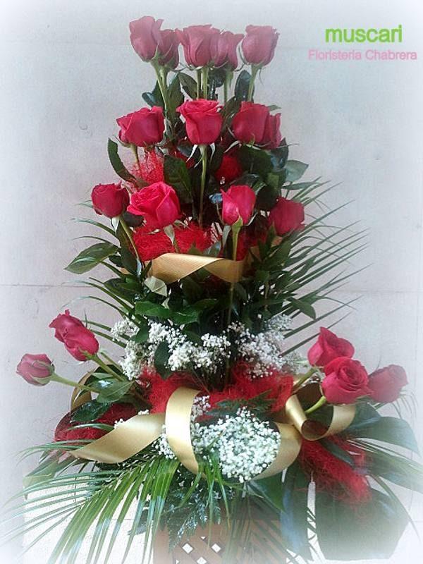 Centro con 24 rosas rojas