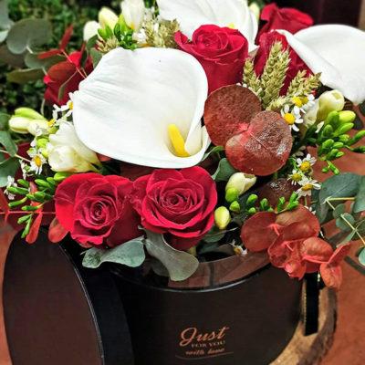 Sombrerera con flor variada