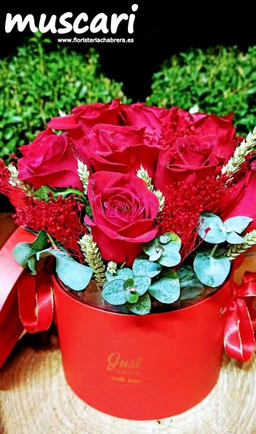 Sombrerera con rosas